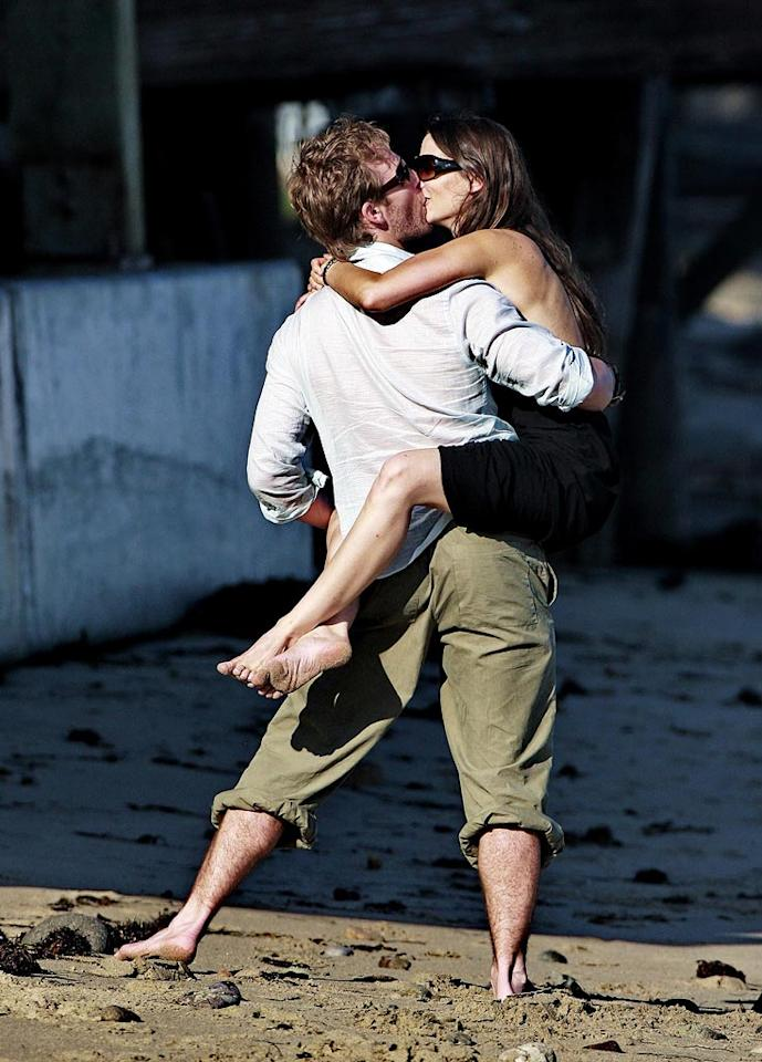 "Former ""Dawson's Creek"" star James Van Der Beek and his wife Heather McComb celebrate their fifth wedding anniversary with a smooch by the sea. Karl Larsen/<a href=""http://www.infdaily.com"" target=""new"">INFDaily.com</a> - July 5, 2008"