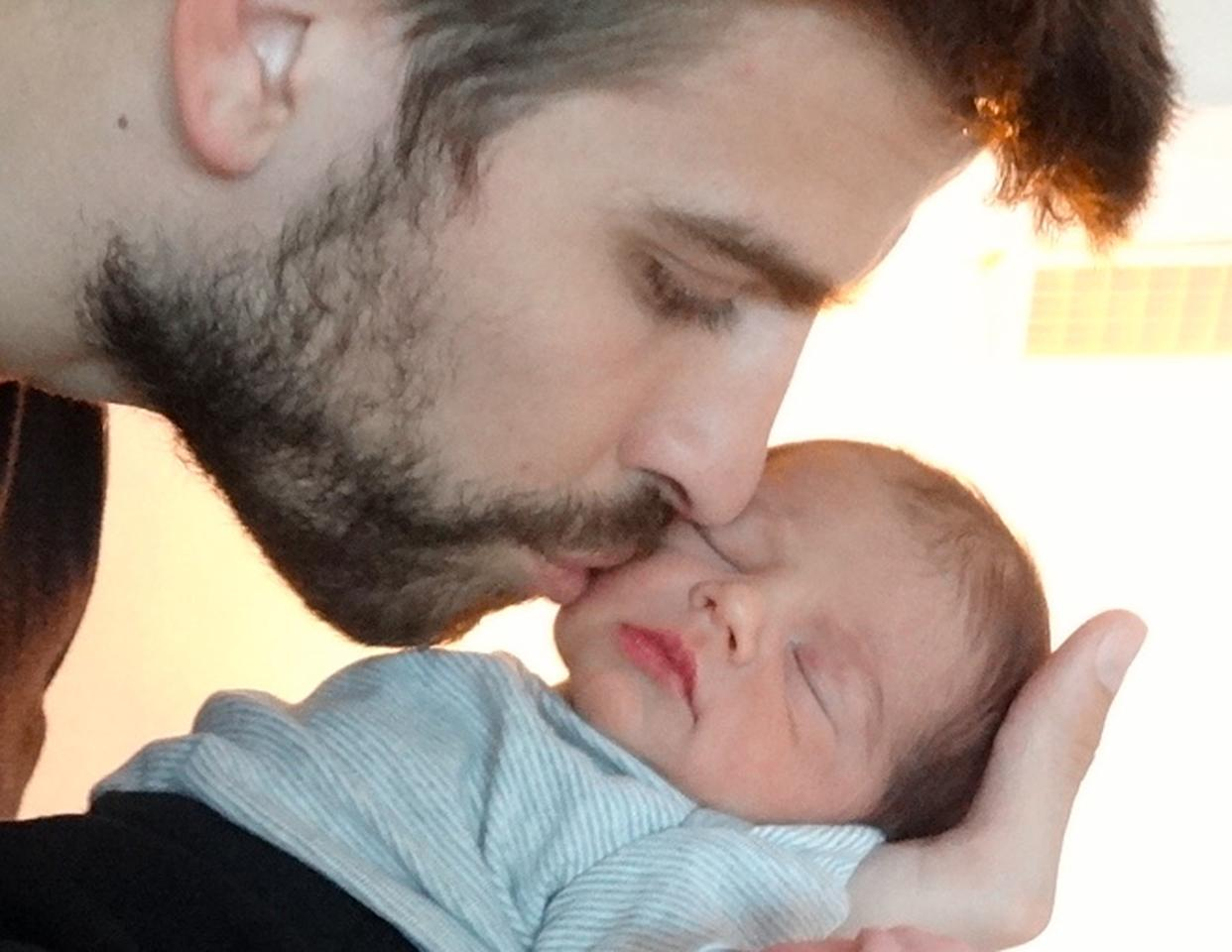 SPAIN - FEBRUARY 04:  In this handout provided by UNICEF, Gerard Pique and Shakira introduce their son, Milan Pique Mebarak on February 4, 2013.  Milan was born on January 22, 2013 in Barcelona, Spain.  (Photo by UNICEF via Getty Images)