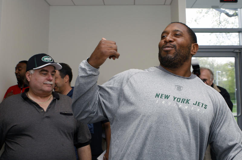New York Jets guard Brandon Moore jokes with members of the media at the Jets football training facility Friday, April 29, 2011, in Florham Park, N.J. (AP Photo/Mel Evans)
