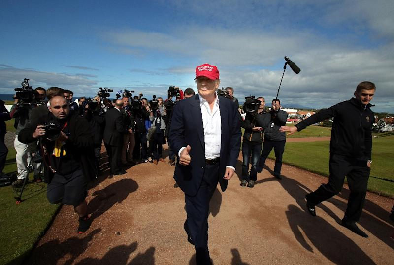 US tycoon and presidential hopeful Donald Trump arrives at the Women's British Open Golf Championships in Turnberry, Scotland, on July 30, 2015 (AFP Photo/Paul Faith)