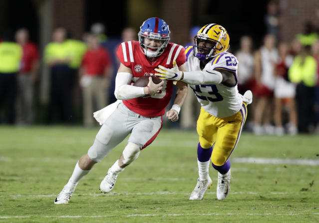 "<a class=""link rapid-noclick-resp"" href=""/ncaaf/players/263176/"" data-ylk=""slk:Shea Patterson"">Shea Patterson</a> (L) attempts to fight off LSU linebacker <a class=""link rapid-noclick-resp"" href=""/ncaaf/players/213380/"" data-ylk=""slk:Corey Thompson"">Corey Thompson</a> in the first half of an NCAA college football game in Oxford, Miss., Saturday, Oct. 21, 2017. No. 24 LSU won 40-24. (AP Photo/Rogelio V. Solis)"