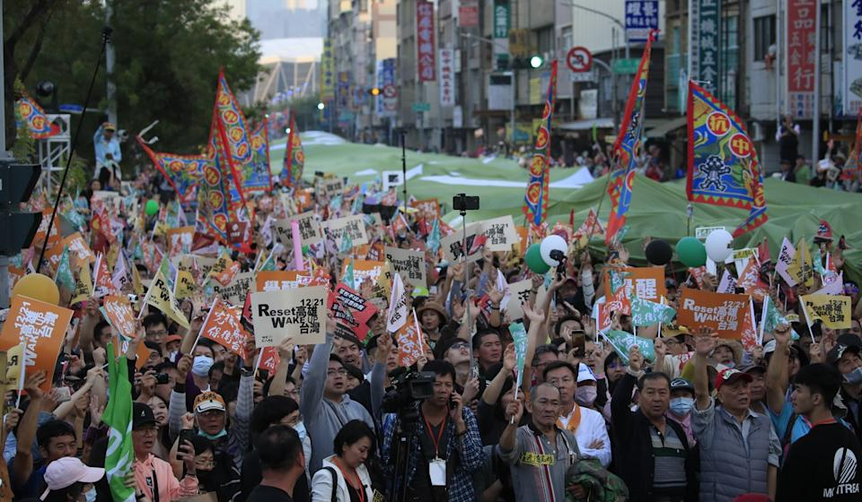 Thousands hit the streets of Kaohsiung to protest against KMT presidential candidate Han Kuo-yu. Photo: EPA-EFE