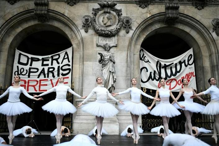 Footage of the performance by the Paris Opera dancers in front of the Palais Garnier went viral (AFP Photo/STEPHANE DE SAKUTIN)