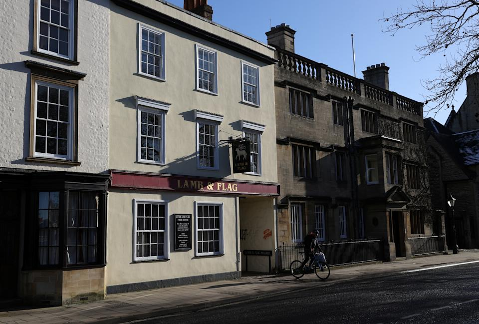 The Lamb and Flag is seen as the Grade-II listed pub is forced to close, after more than 400 years of business, following outbreak of the coronavirus disease (COVID-19) pandemic, in central Oxford, Britain, January 25, 2021.  REUTERS/Eddie Keogh