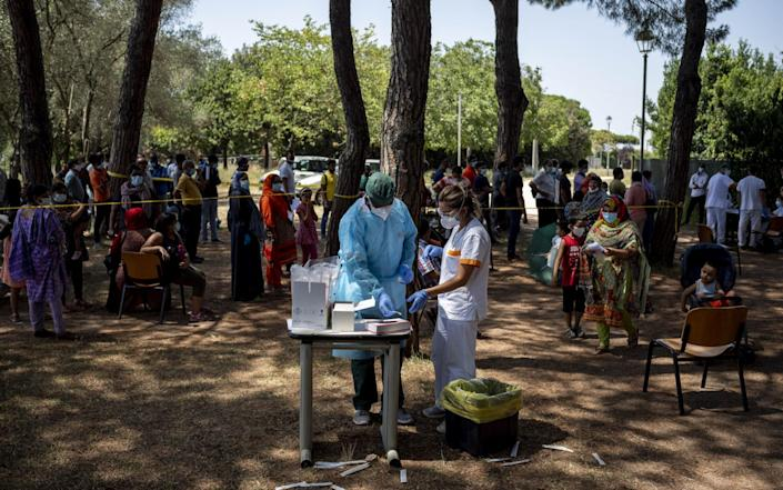 Health workers collect swabs on a Bangladesh community in Rome after several positive cases in recent days - Antonio Masiello