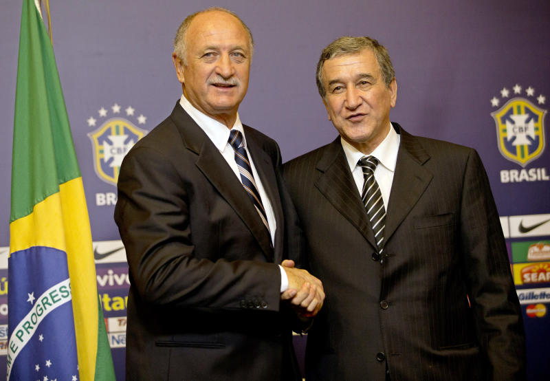 Brazil's soccer coach Luiz Felipe Scolari, left, and former coach Carlos Alberto Parreira, pose for a photo during a press conference presenting Scolari as Brazil's new coach, in Rio de Janeiro, Brazil, Thursday, Nov. 29, 2012. Scolari is returning to the national team 10 years after leading the country to the 2002 World Cup title. (AP Photo/Silvia Izquierdo)