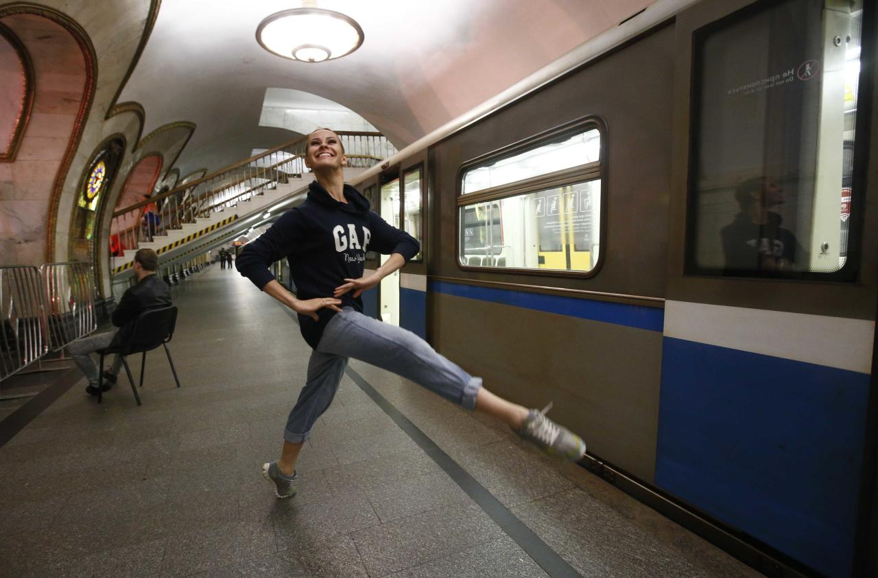 A dancer of the Kremlin Ballet theatre warms up before an overnight performance, staged to coincide with the ongoing FIFA Confederations Cup Russia 2017, at Novoslobodskaya metro station in Moscow, Russia June 26, 2017. REUTERS/Sergei Karpukhin TPX IMAGES OF THE DAY