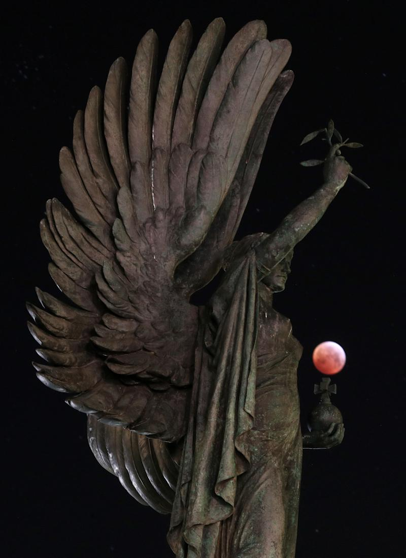The super blood wolf moon over the peace statue on the seafront in Brighton, England.