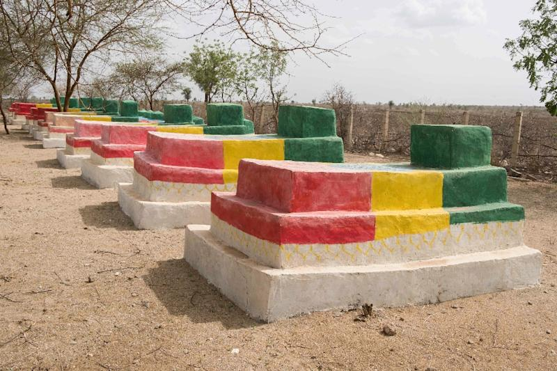 The graves of Ethiopian soldiers who died in the fighting with Eritrea are painted in the colors of the Ethiopian flag in the disputed border town of Badme (AFP Photo/Maheder HAILESELASSIE TADESE)