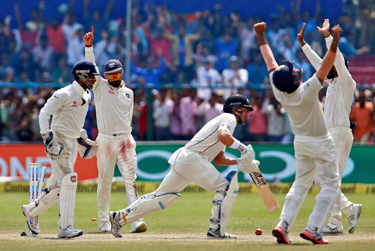 cricket match Sportstarlive provides live cricket scores,latest news,fixtures,results,live cricket commentary of odis,t20s,ipl,expert reviews,cricket players,teams and their interviews.