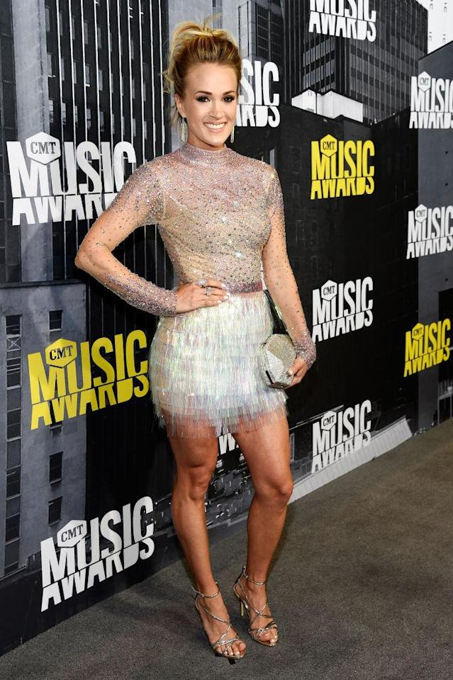 <p>Whoah! This star has legs for days in a sparkly mini. (Photo: Getty Images) </p>