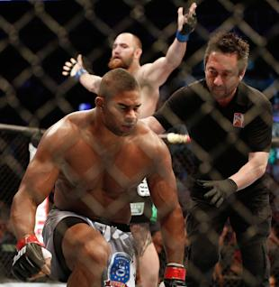 Alistair Overeem (front) blames his losses on teammates and coaches. (Winslow Townson-USA TODAY Sports)