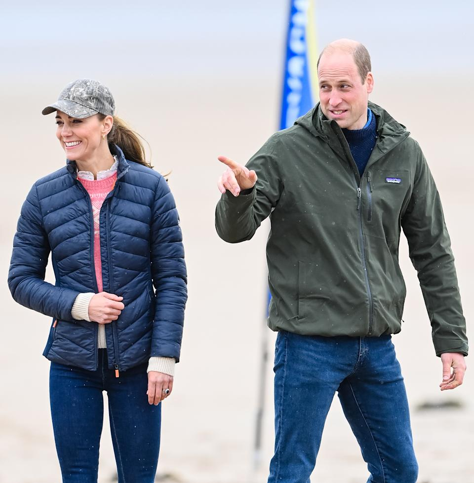 ST ANDREWS, SCOTLAND - MAY 26: Prince William, Duke of Cambridge and Catherine, Duchess of Cambridge join Fife Young Carers for a session of land yachting on West Sands beach at St Andrews, hosted by local company Blown Away on May 26, 2021 in St Andrews, Scotland. (Photo by Pool/Samir Hussein/WireImage)