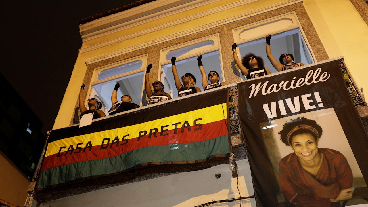 Demonstrators gesture as they take part in a protest against the shooting of Rio de Janeiro city councilor Marielle Franco, in front of the Casa das Pretas (Black women's House) in Rio de Janeiro, Brazil March 22, 2018.  REUTERS/Ricardo Moraes