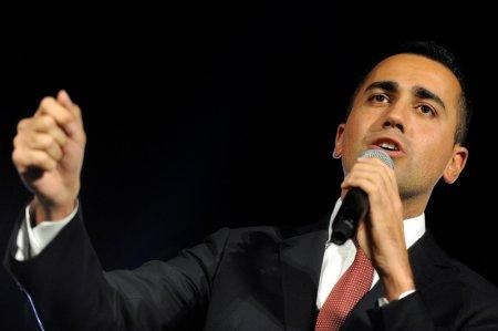 5-Star movement leader Luigi Di Maio speaks during the final rally for the regional election in Palermo, Italy, November 3, 2017. REUTERS/Guglielmo Mangiapane