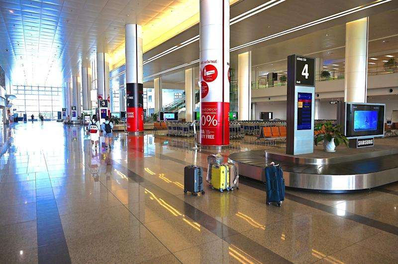 A general view of the nearly empty arrival hall of Noi Bai International Airport in Hanoi on February 27, 2020, as the number of air travellers has plummeted amid fears over the spread of the COVID 19 coronavirus. ( 2