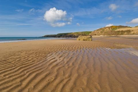 The sands of Porth Oer squeak when you walk on them - Credit: getty