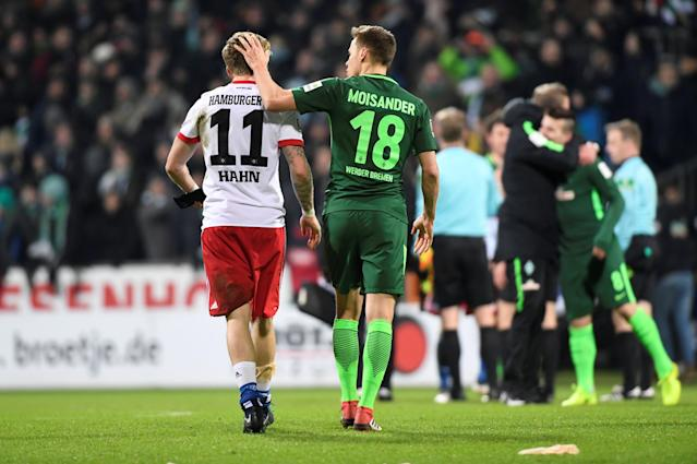 Soccer Football - Bundesliga - Werder Bremen vs Hamburger SV - Weser-Stadion, Bremen, Germany - February 24, 2018 Werder Bremen's Niklas Moisander with Hamburg's Andre Hahn at the end of the match REUTERS/Fabian Bimmer DFL RULES TO LIMIT THE ONLINE USAGE DURING MATCH TIME TO 15 PICTURES PER GAME. IMAGE SEQUENCES TO SIMULATE VIDEO IS NOT ALLOWED AT ANY TIME. FOR FURTHER QUERIES PLEASE CONTACT DFL DIRECTLY AT + 49 69 650050