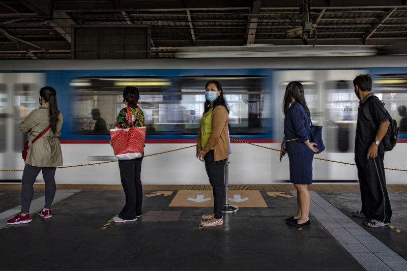 FILE PHOTO: Commuters observe social distancing as they queue to get on trains on June 1, 2020 in Quezon City, Metro Manila, Philippines. (Photo by Ezra Acayan/Getty Images)