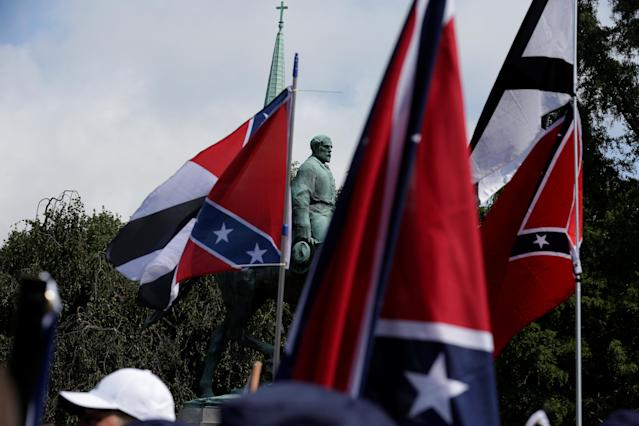 <p><span>Members of white nationalists rally around a statue of Robert E. Lee in Charlottesville, Virginia, U.S., August 12, 2017. (Photo: Joshua Roberts/Reuters)</span> </p>