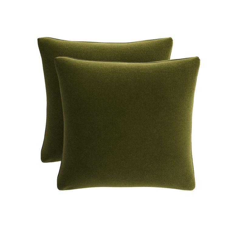 """<a rel=""""nofollow noopener"""" href=""""https://rstyle.me/n/c7ermcchdw"""" target=""""_blank"""" data-ylk=""""slk:Throw Pillow in Moss Velvet, The Inside, $79""""My primary tip for an easy autumnal transition is to create a cozy atmosphere through texture, color and scent."""""""" class=""""link rapid-noclick-resp"""">Throw Pillow in Moss Velvet, The Inside, $79<p>""""My primary tip for an easy autumnal transition is to create a cozy atmosphere through texture, color and scent.""""</p> </a>"""