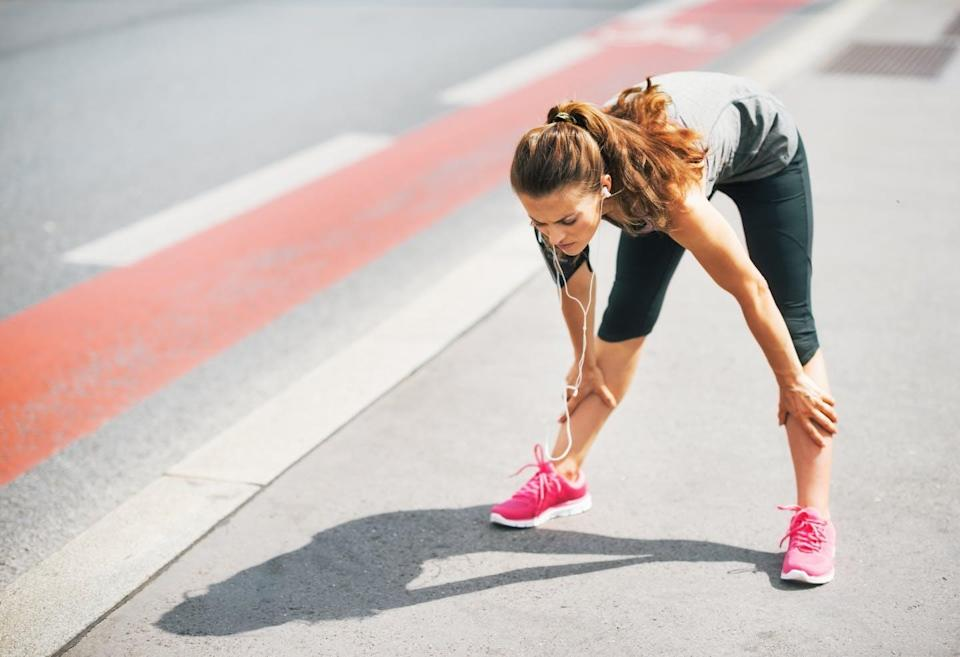 """<span class=""""attribution""""><a class=""""link rapid-noclick-resp"""" href=""""https://www.shutterstock.com/es/image-photo/portrait-tired-fitness-young-woman-outdoors-219058090"""" rel=""""nofollow noopener"""" target=""""_blank"""" data-ylk=""""slk:Shutterstock / Alliance Images"""">Shutterstock / Alliance Images</a></span>"""
