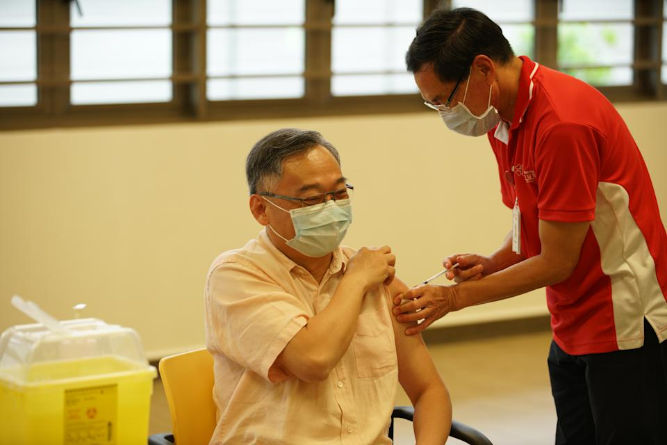 Health Minister Gan Kim Yong receives his first dose of  COVID-19 vaccination at Kwong Wai Shiu Hospital. (PHOTO: Ministry of Communications and Information)