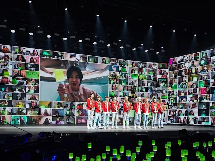 NCT 127 'Beyond LIVE' Stage fan capture u know
