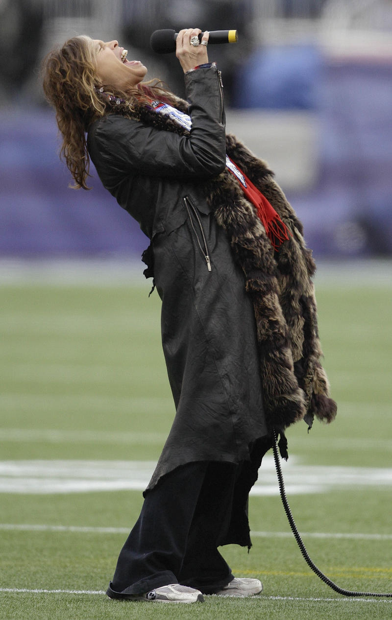 Aerosmith singer Steven Tyler sings the national anthem before the AFC Championship NFL football game between the Baltimore Ravens and the New England Patriots Sunday, Jan. 22, 2012, in Foxborough, Mass.  (AP Photo/Matt Slocum)