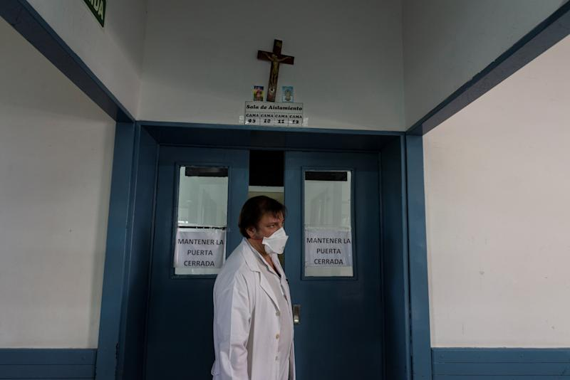 Dr. Decarolis, who specialises in patients with HIV and tuberculosis, visits patients that have been hospitalised in isolation for both diseases at the Muniz public hospital, in Buenos Aires, Argentina, March 29, 2019. (Photo: Magali Druscovich/Reuters)