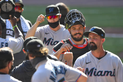 Marlins beat Braves 5-4 in 10th inning on Rojas's 4th hit
