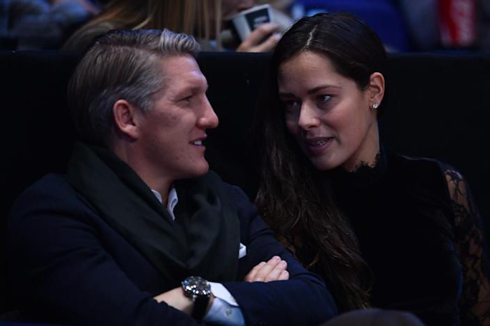 Serbia's Ana Ivanovic (R) talks with Manchester United's German footballer Bastian Schweinsteiger (L) as they watch Serbia's Novak Djokovic play against Britain's Andy Murray during the men's singles final on the eighth and final day of the ATP World Tour Finals tennis tournament in London on November 20, 2016. (AFP Photo/Glyn KIRK)