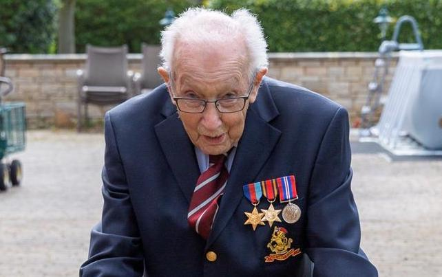 Veteran (99) walks in garden to raise €3.4m for NHS 'heroes'