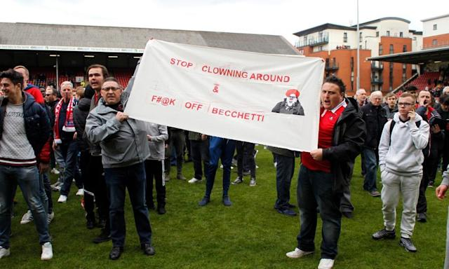 "<span class=""element-image__caption"">Leyton Orient fans make their feelings known about owner Francesco Becchetti</span> <span class=""element-image__credit"">Photograph: Tom Jacobs/Reuters</span>"