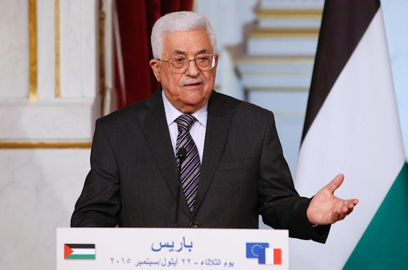Palestinian president Mahmud Abbas holds a press conference with his French counterpart Francois Hollande at the Elysee Palace in Paris on September 22, 2015 (AFP Photo/Patrick Kovarik)