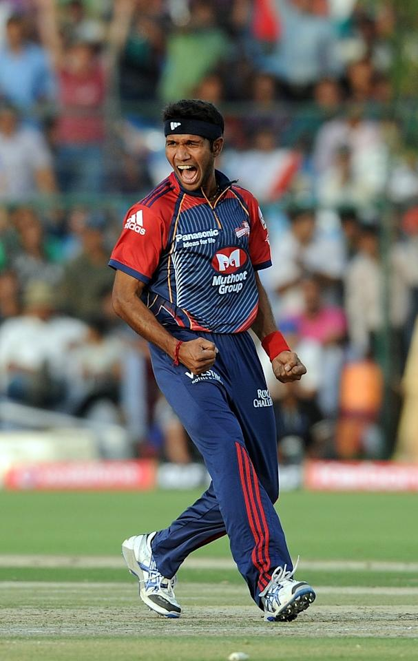 RESTRICTED TO EDITORIAL USE. MOBILE USE WITHIN NEWS PACKAGEDelhi Daredevils bowler Ashok Dinda celebrates the wicket of Rajasthan Royals batsman Amit Paunikar during during the IPL Twenty20 match between Delhi Daredevils and Rajasthan Royals at the Swai Man Singh Stadium in Jaipur on April 12, 2011.  AFP PHOTO / Prakash SINGH (Photo credit should read PRAKASH SINGH/AFP/Getty Images)