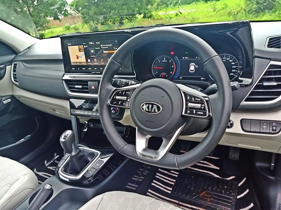 The Seltos not only beats its rivals here, but also trumps cars that cost thrice as much. The fit and finish (with silver accents), the flat-bottomed steering wheel, and the plush upholstery -- all reek of class. There are simply no bad bits around.