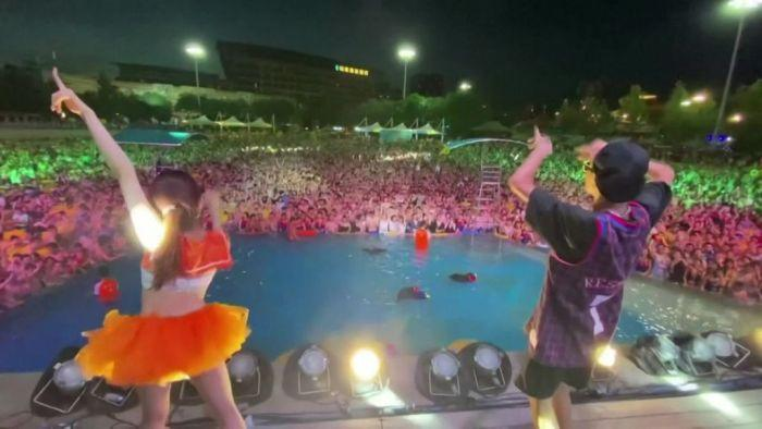 Thousands of people attend pool party in Wuhan