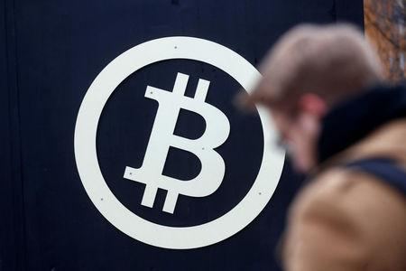 Bitcoin, cryptocurrencies extend selloff into second day