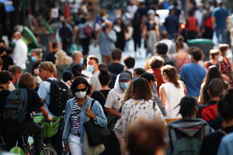 French daily COVID cases set new record at almost 27,000