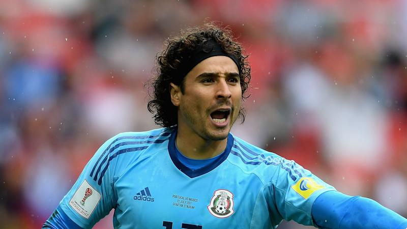 45d100911 Mexico goalkeeper Guillermo Ochoa moves to Standard Liege
