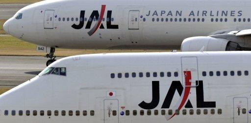 JAL shares drop below offer price as island row bites