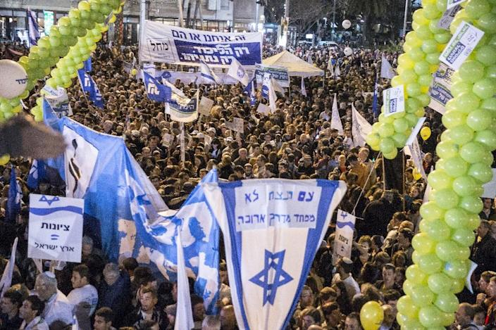 Supporters of Israeli Prime Minister and Likud party's candidate in the general elections, Benjamin Netanyahu, attend his campaign meeting on March 15, 2015, in Rabin Square in the Israeli costal city of Tel Aviv (AFP Photo/Jack Guez)