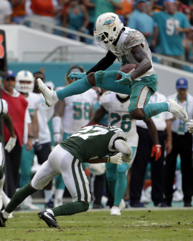 A league source tells Yahoo Sports that Miami Dolphins wide receiver Jarvis Landry will not be dealt before the NFL trading deadline. (AP Photo/Lynne Sladky)