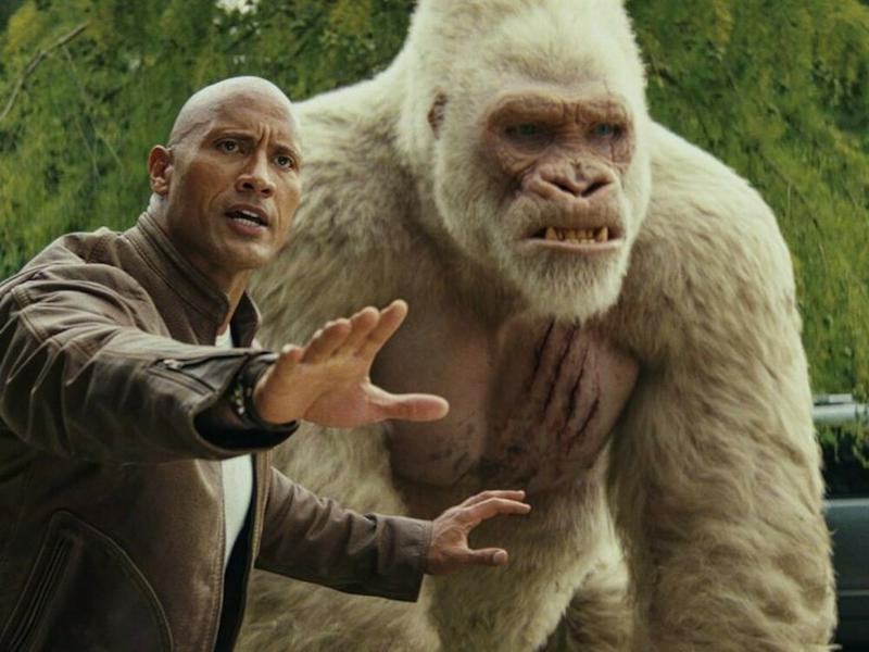 """Rampage - Big Meets Bigger"": Davis Okoye (Dwayne Johnson) und der Silberrückengorilla George. (Bild: 2018 Warner Bros. Entertainment Inc. All rights reserved)"