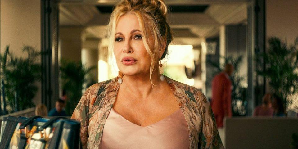 <p>After the death of her mother, Tanya arrives at the resort grieving and looking for love.</p>