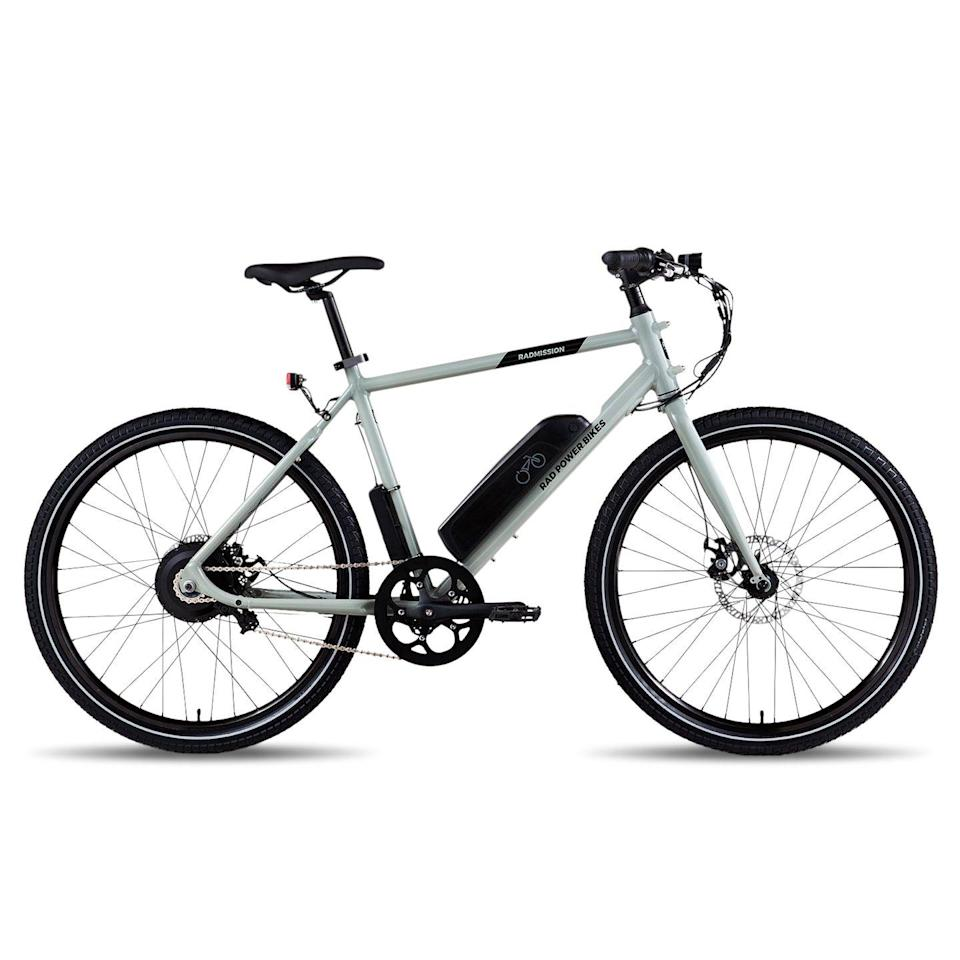<p><strong>Price: $1099 • Range: 25–45 mi • Weight: 48 lb</strong></p><p><a class=