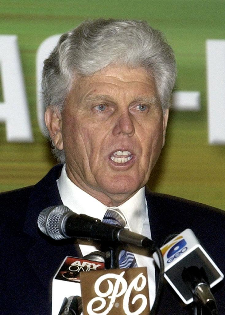 Former South African batsman Barry Richards speaks during a seminar in Lahore, in 2004 (AFP Photo/ALI ARIF)