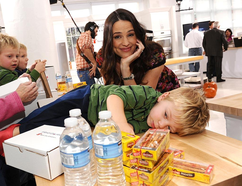 """Also giving back was """"Valentine's Day"""" star Jennifer Garner, who teamed up with Frigidaire in New York Tuesday to promote Save the Children's Make Time For Change initiative, which wants more children have access to nutritious foods this holiday season. Dimitrios Kambouris/<a href=""""http://www.wireimage.com"""" target=""""new"""">WireImage.com</a> - October 5, 2010"""