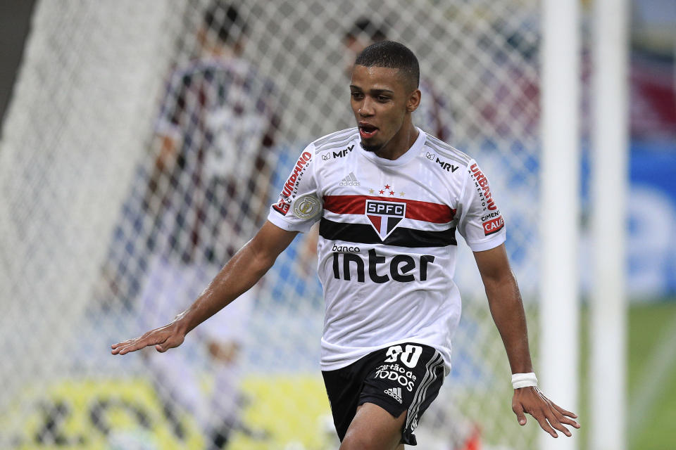 RIO DE JANEIRO, BRAZIL - DECEMBER 26: Brenner of Sao Paulo celebrates after scoring his team's second goal during a match between Fluminense and Sao Paulo as part of 2020 Brasileirao Series A at Maracana Stadium on December 26, 2020 in Rio de Janeiro, Brazil.  (Photo by Buda Mendes/Getty Images)